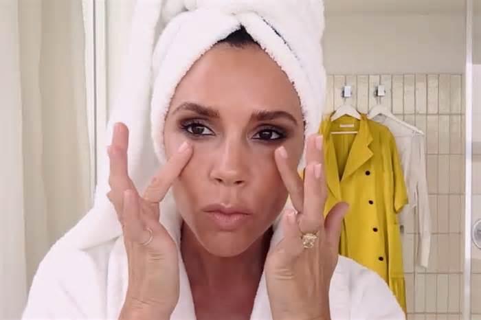 victoria-beckham-walks-you-through-her-five-minute-makeup-routine_1471297336